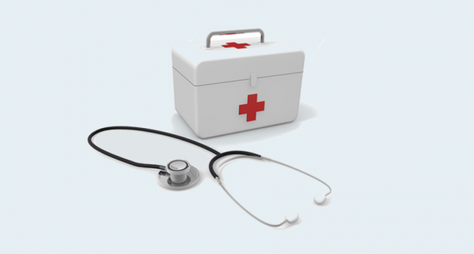救急箱と聴診器
